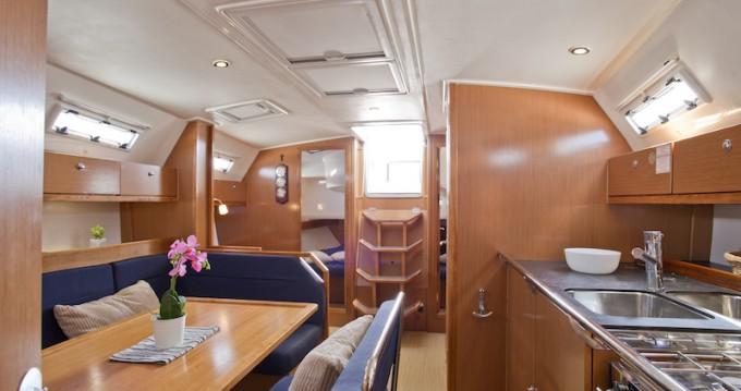 Boat rental Bavaria Bavaria 41 Cruiser in Šibenik on Samboat