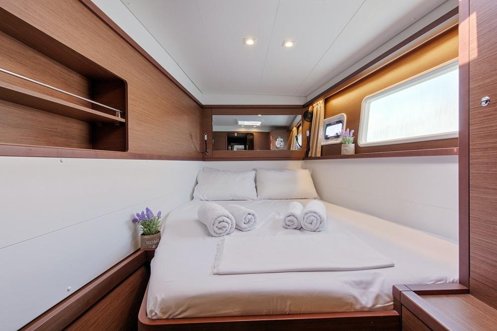 Rental yacht Álimos - Lagoon Lagoon 450  Flybridge on SamBoat