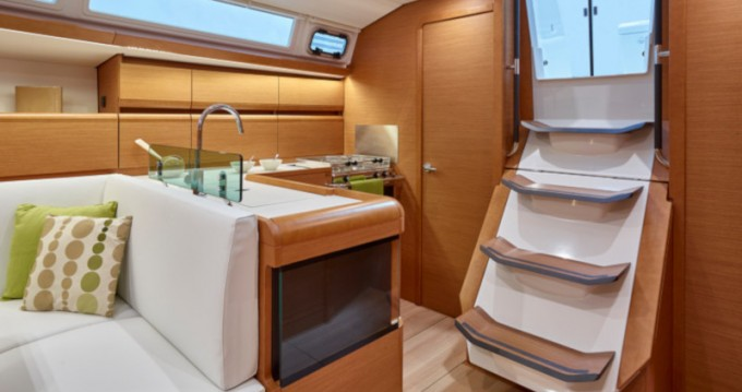 Hire Sailboat with or without skipper Jeanneau Cagliari