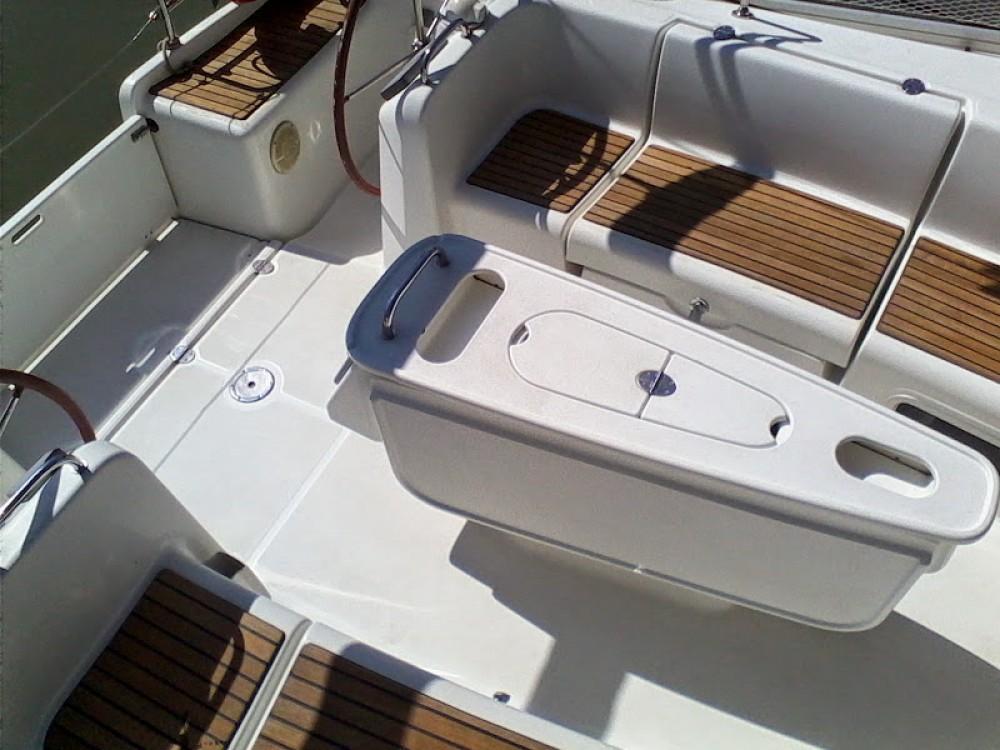 Boat rental Bénéteau Cyclades 434 in Nettuno on Samboat