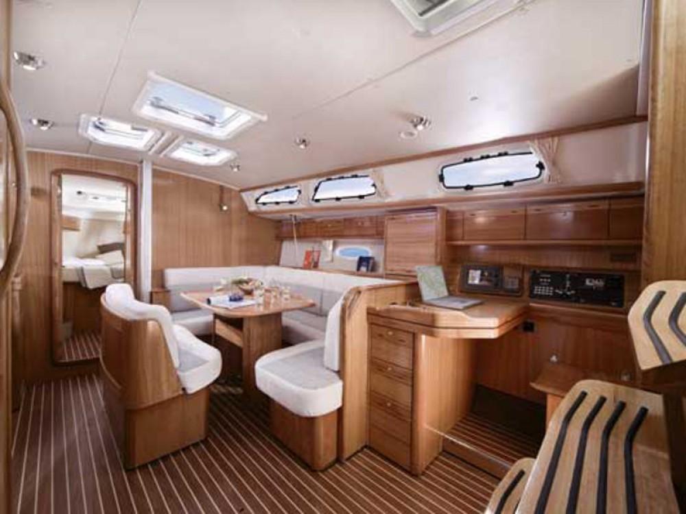 Rental yacht Álimos - Bavaria Bavaria 40 on SamBoat