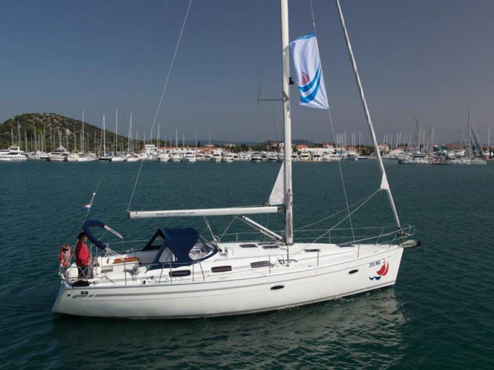 Boat rental Bavaria Bavaria 40 in Álimos on Samboat
