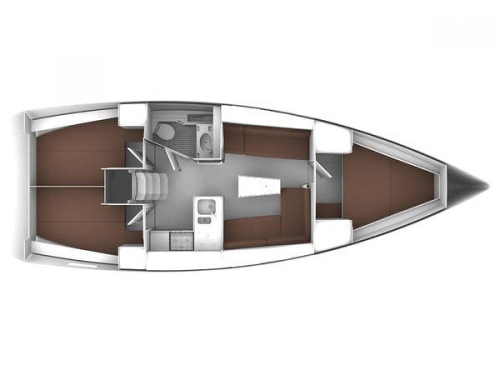 Boat rental Bavaria Bavaria Cruiser 37 in Trogir on Samboat