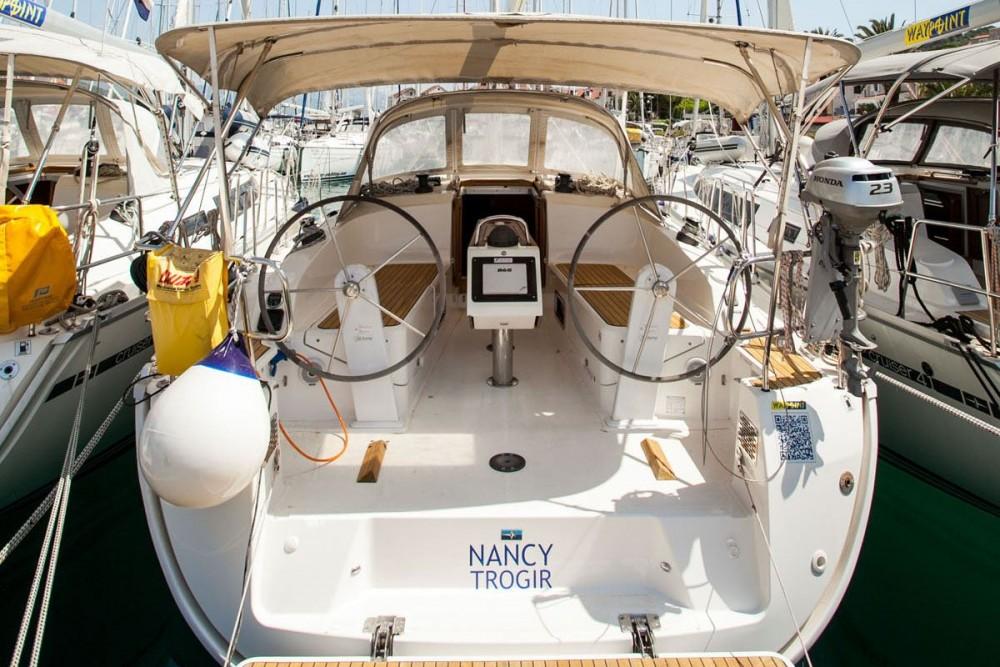 Rental Sailboat in Trogir - Bavaria Bavaria Cruiser 37