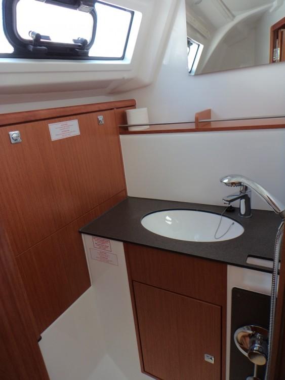 Rent a Bavaria Bavaria Cruiser 37 Trogir