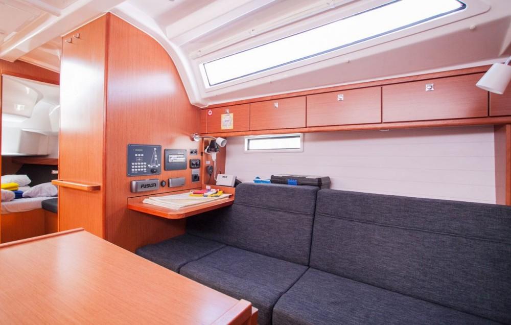 Rental yacht Trogir - Bavaria Bavaria Cruiser 37 on SamBoat