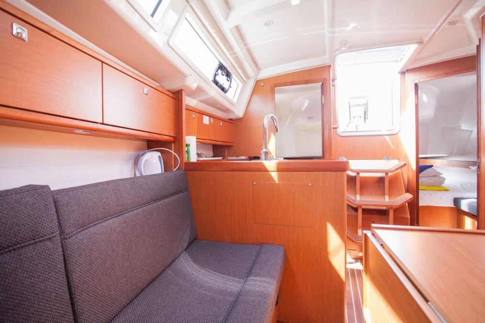 Rental Sailboat in Trogir - Bavaria Bavaria Cruiser 34