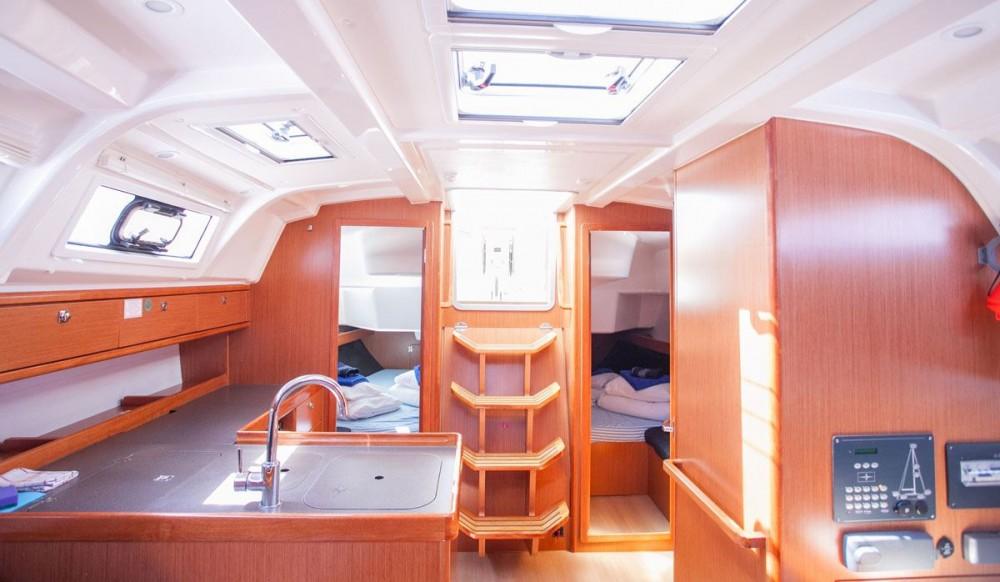 Rental yacht Dubrovnik - Bavaria Bavaria Cruiser 37 on SamBoat