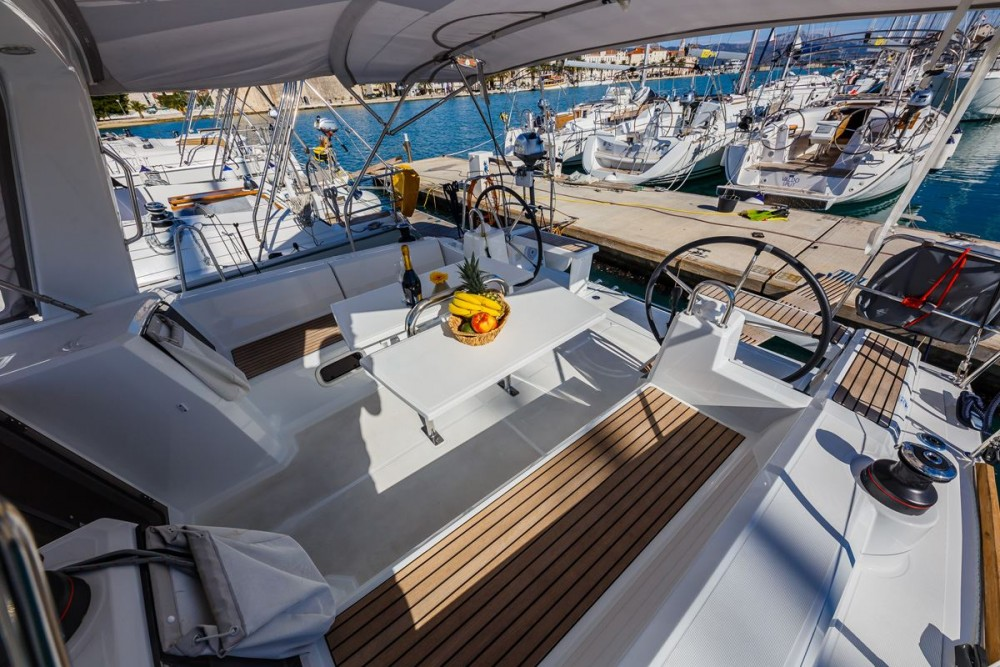 Rental Sailboat in Dubrovnik - Bénéteau Oceanis 38.1