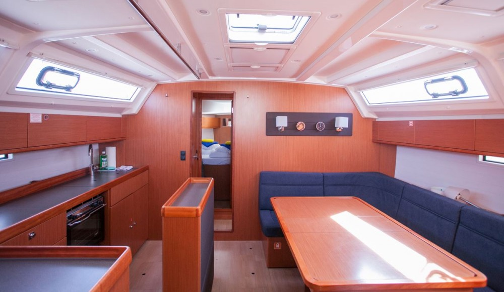 Boat rental Bavaria Bavaria Cruiser 46 in Trogir on Samboat