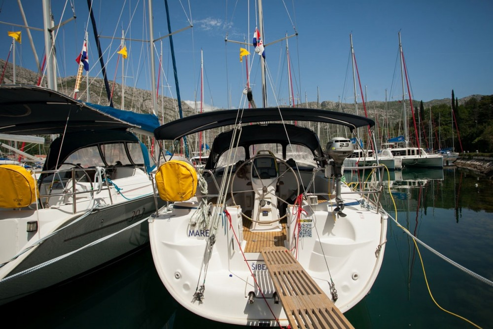 Boat rental Bavaria Bavaria 37 Cruiser in ACI Marina Dubrovnik on Samboat
