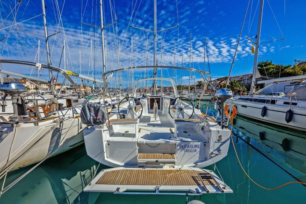 Rental yacht Trogir - Bénéteau Oceanis 38.1 on SamBoat