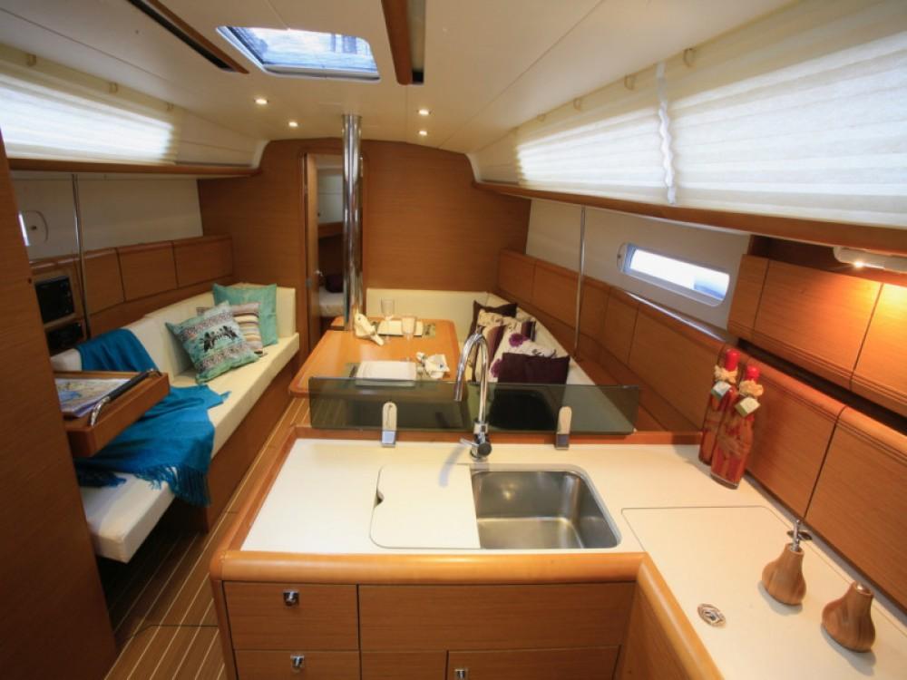 Boat rental Jeanneau Sun Odyssey 379 in Paraty on Samboat