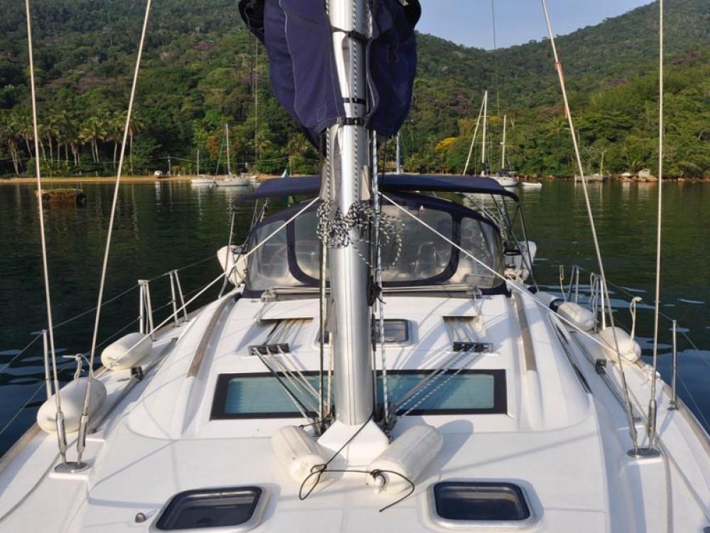 Boat rental Bénéteau Oceanis 40 in Angra dos Reis on Samboat