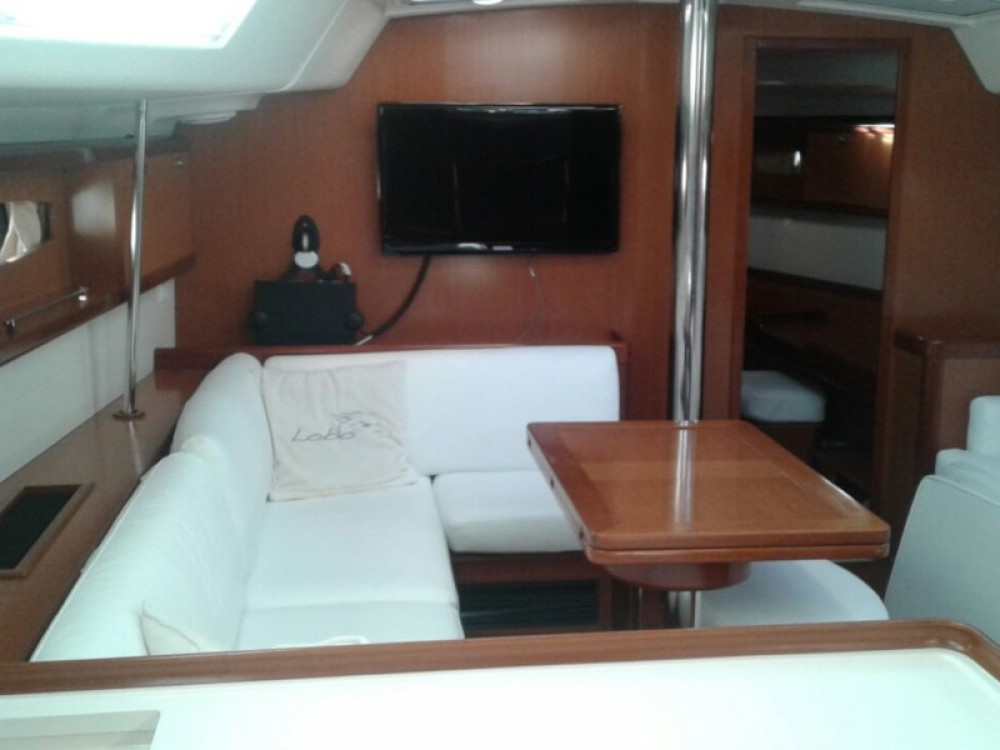 Hire Sailboat with or without skipper Bénéteau Paraty