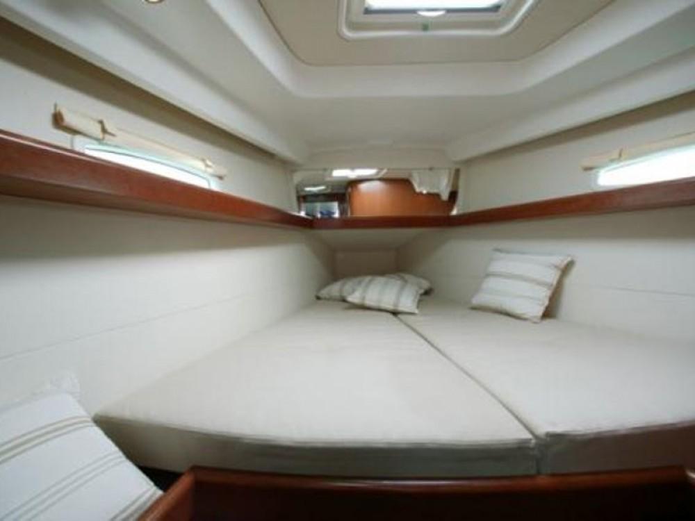 Rental yacht Angra dos Reis - Bénéteau Oceanis 40 on SamBoat