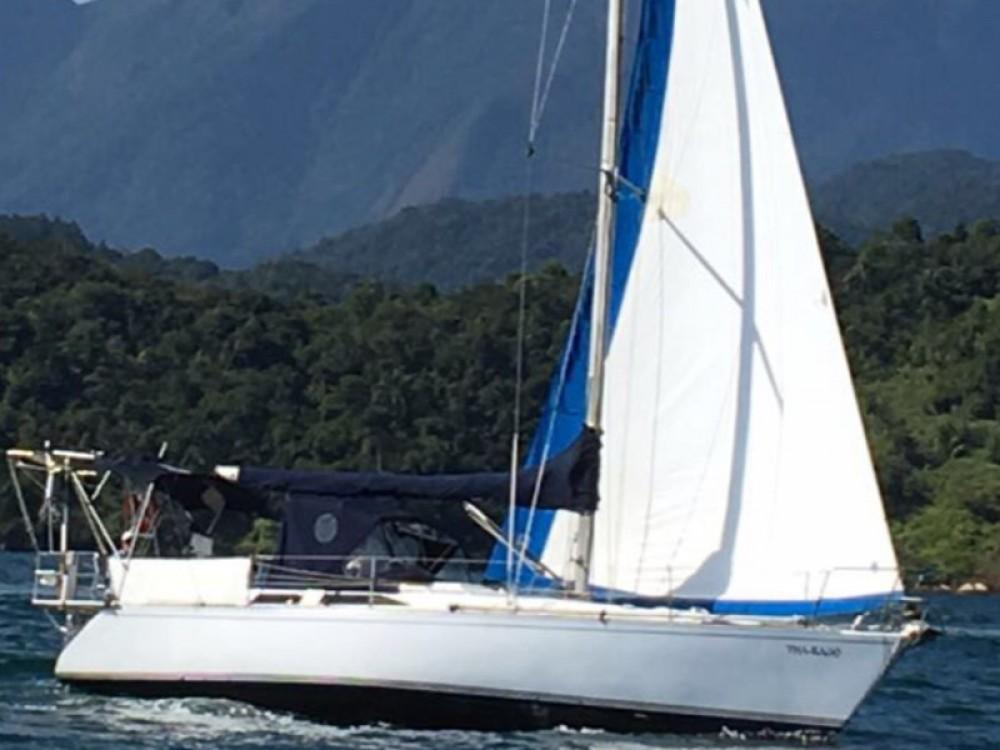 Boat rental  Velamar 38 in Angra dos Reis on Samboat