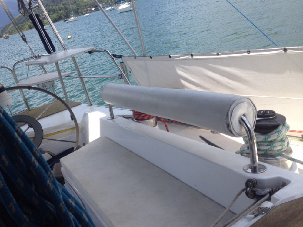 Sailboat for rent Angra dos Reis at the best price