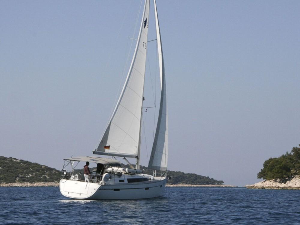 Rental Sailboat in Rogoznica - Bavaria Bavaria Cruiser 37