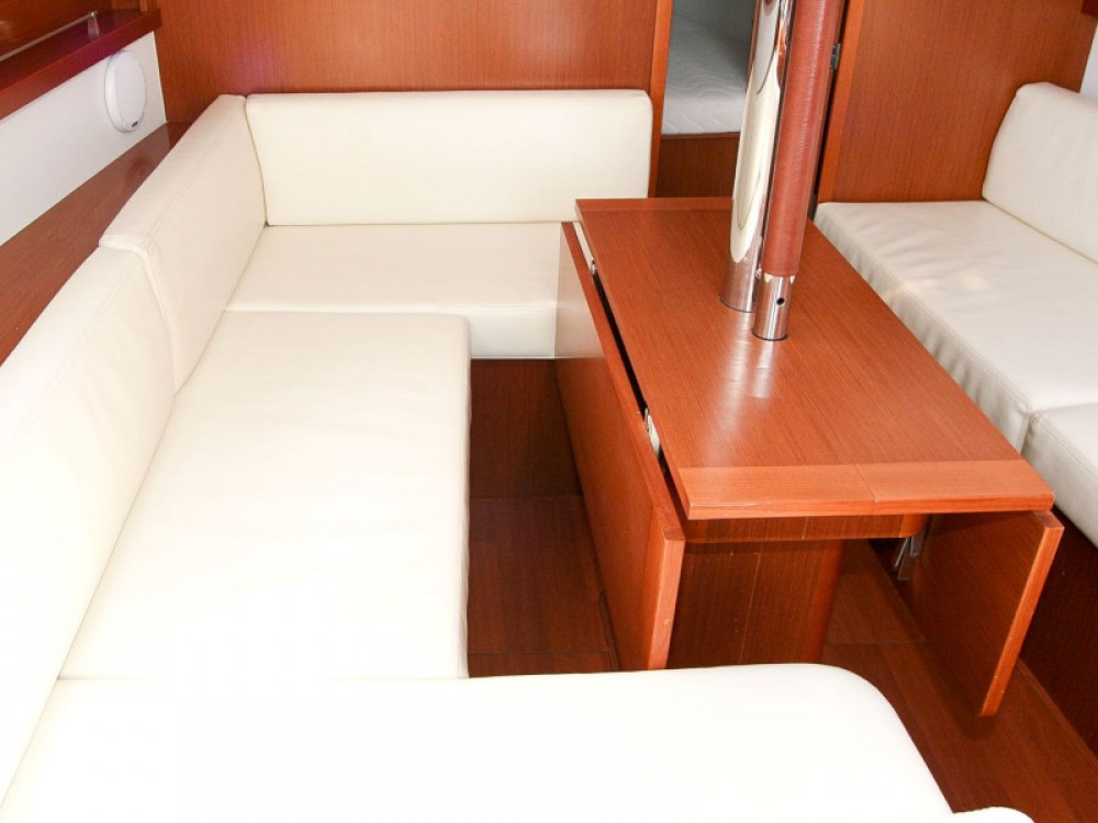 Bénéteau Oceanis 34 between personal and professional Pula