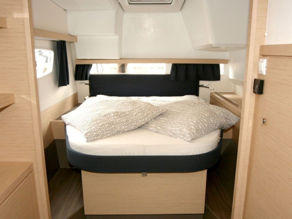 Rent a Fountaine Pajot Lucia 40 - 3 cab Pula