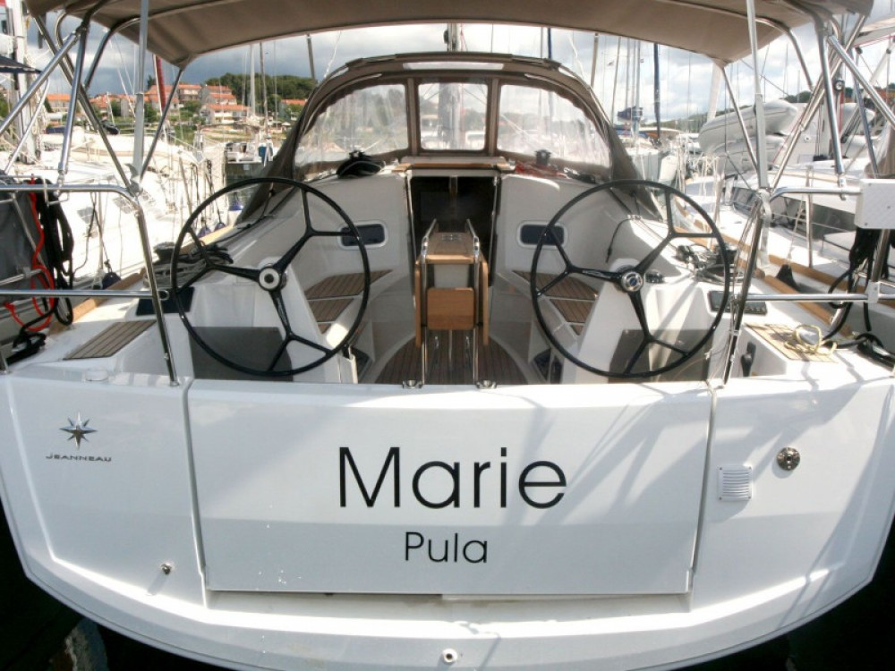 Jeanneau Sun Odyssey 349 between personal and professional Pula