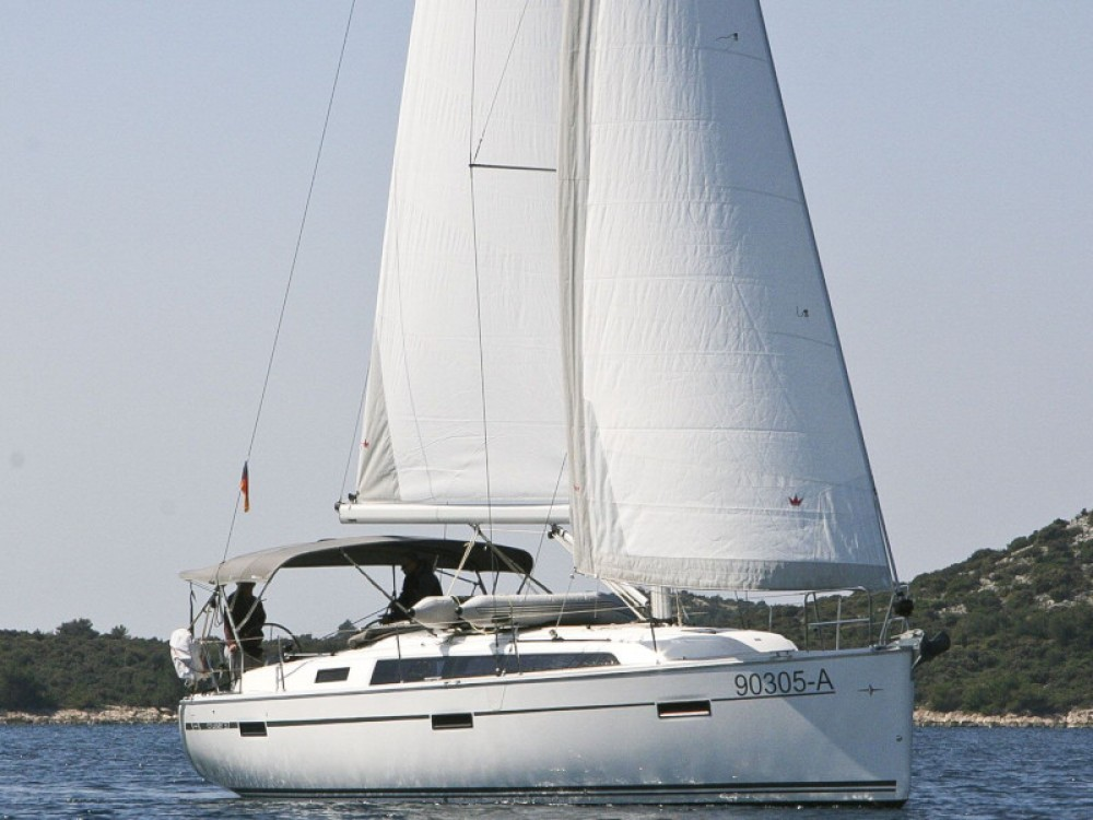 Boat rental Bavaria Bavaria Cruiser 37 - 2 cab in Rogoznica on Samboat