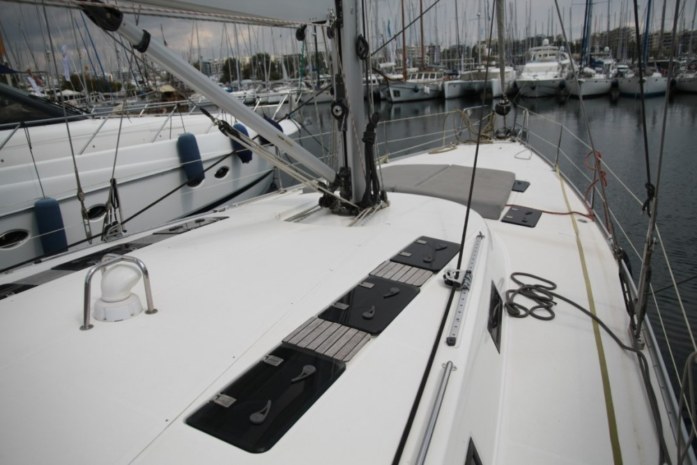 Hire Sailboat with or without skipper Bavaria Álimos