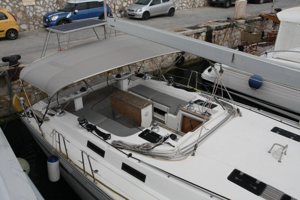 Boat rental Bavaria Bavaria 55 Cruiser in Álimos on Samboat
