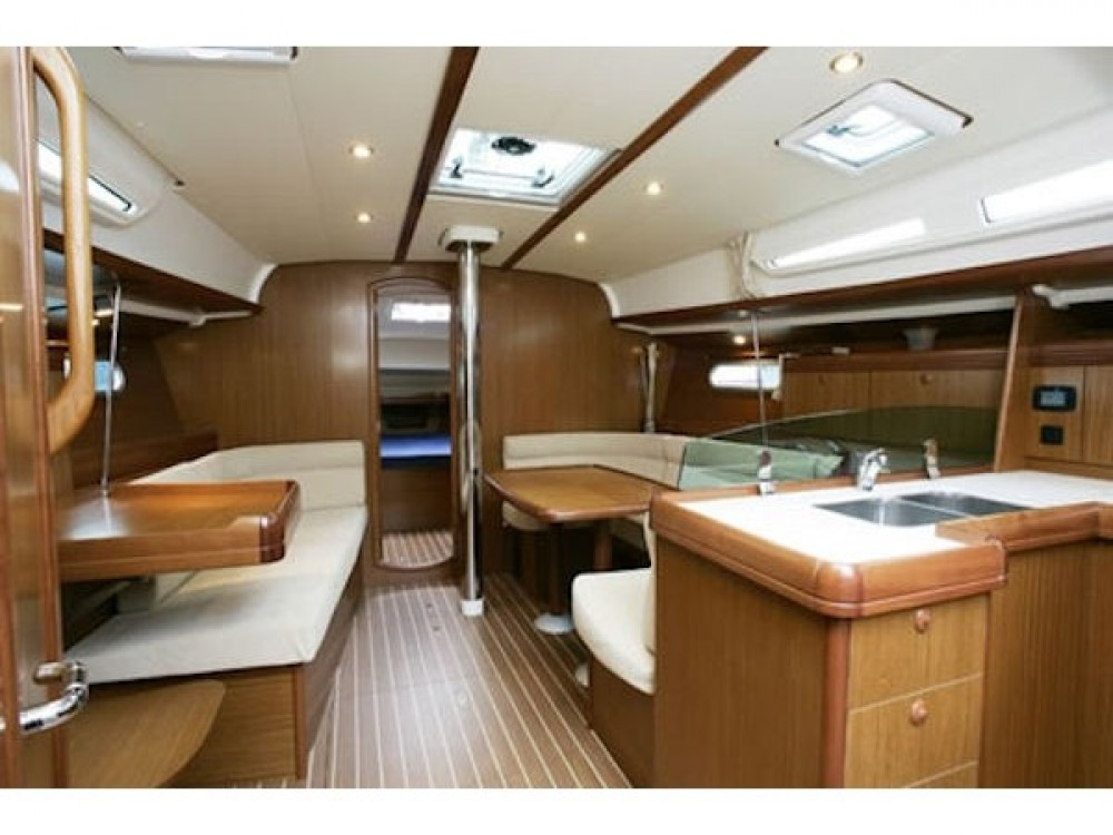 Hire Sailboat with or without skipper Jeanneau Préveza