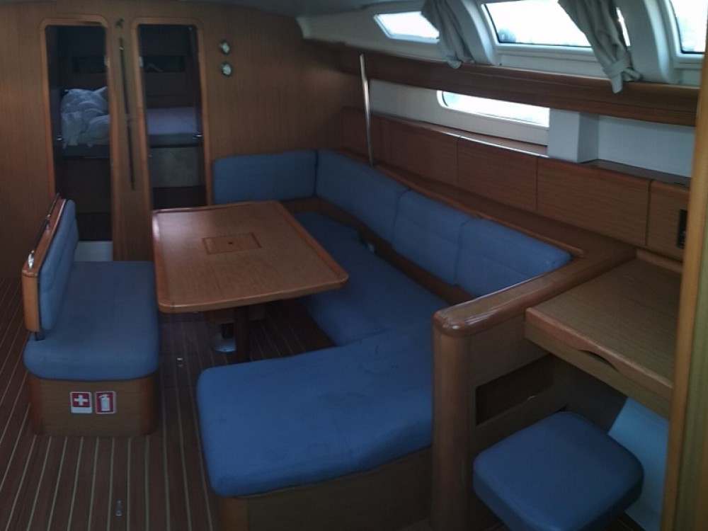 Jeanneau Sun Odyssey 49i between personal and professional