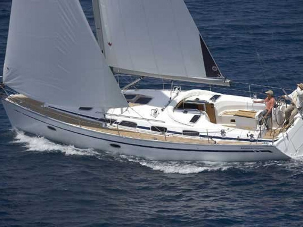 Rental Sailboat in Laurium - Bavaria Bavaria 40 Cruiser