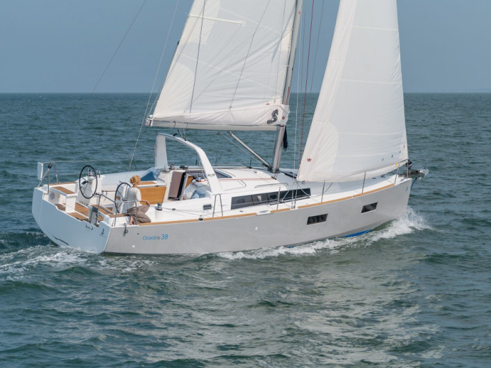 Rental Sailboat in Port de Pollença - Bénéteau Oceanis 38
