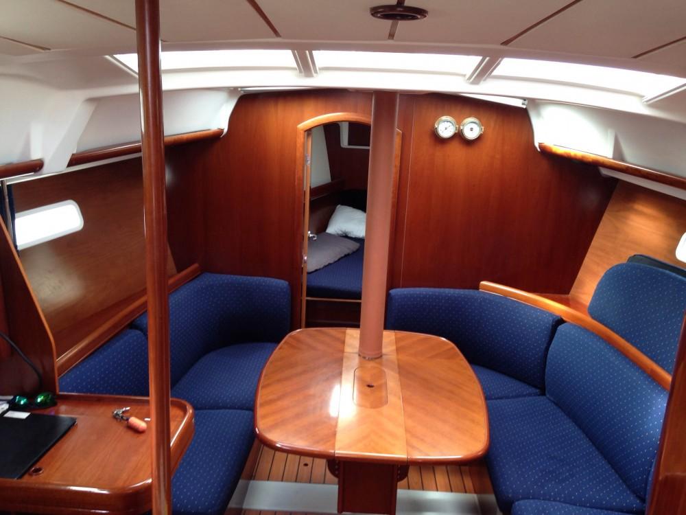 Rent a Bénéteau Oceanis 373 Clipper Alimos Marina