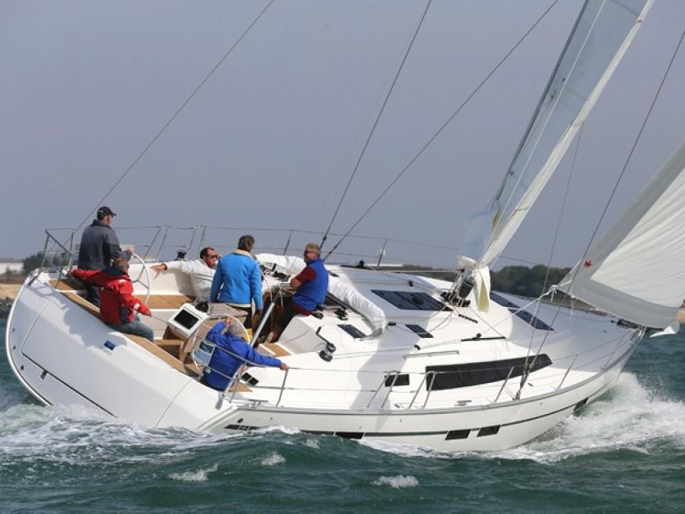 Rent a Bavaria Bavaria Cruiser 46 Álimos