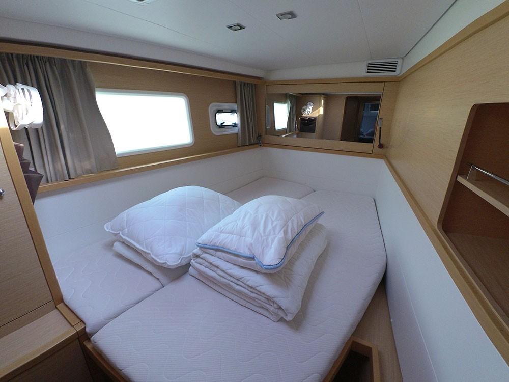 Boat rental Kaštel Gomilica cheap Lagoon 450 F
