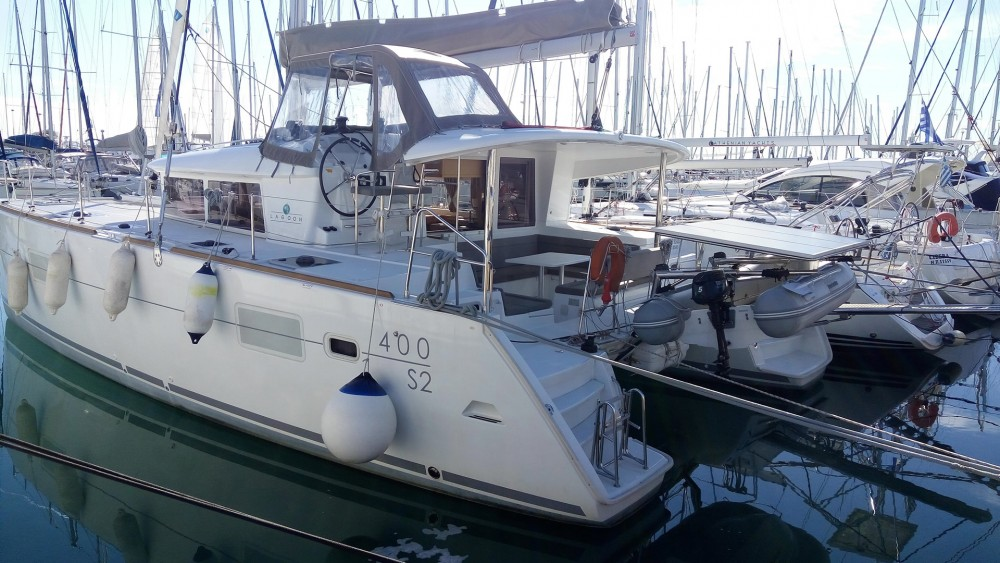 Boat rental Álimos cheap Lagoon 400 S2