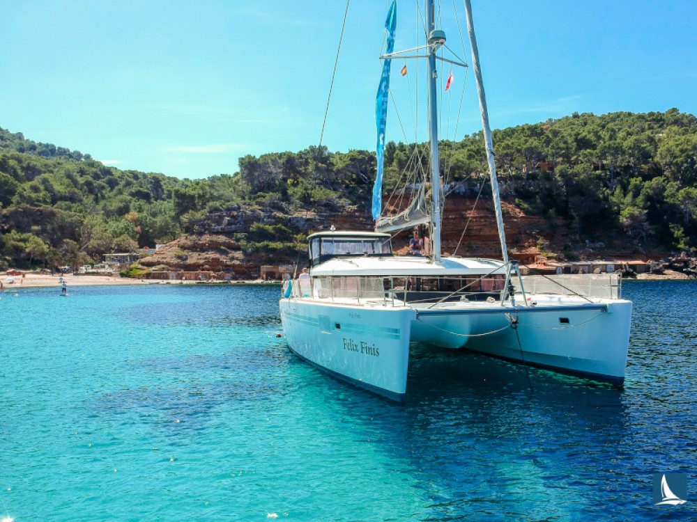 Hire Catamaran with or without skipper Lagoon Marina