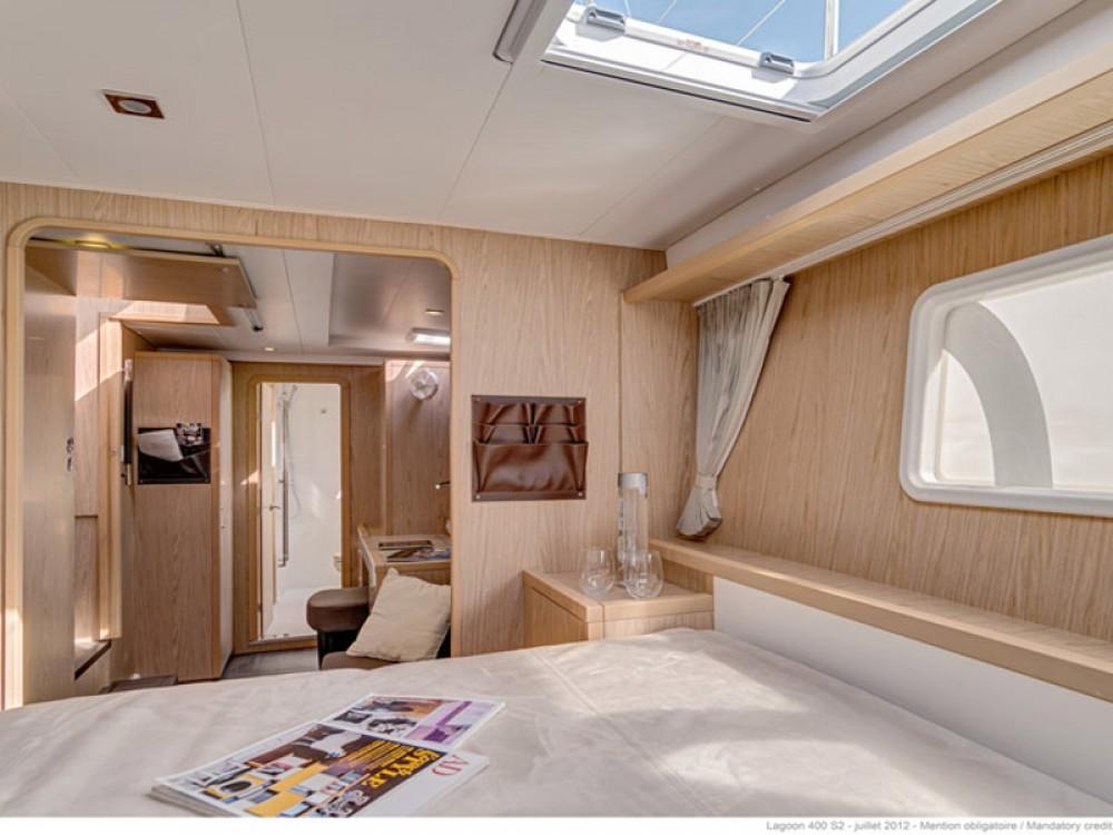 Boat rental Porto Pozzo cheap Lagoon 42