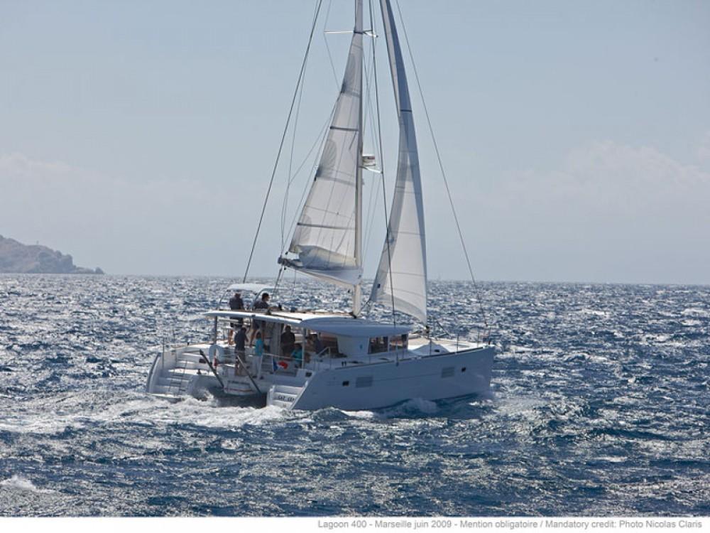 Rental yacht Porto Pozzo - Lagoon Lagoon 400 S2 on SamBoat