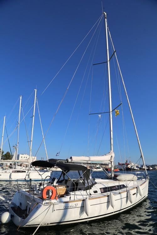 Rental Sailboat in Skópelos - Bénéteau Oceanis 37