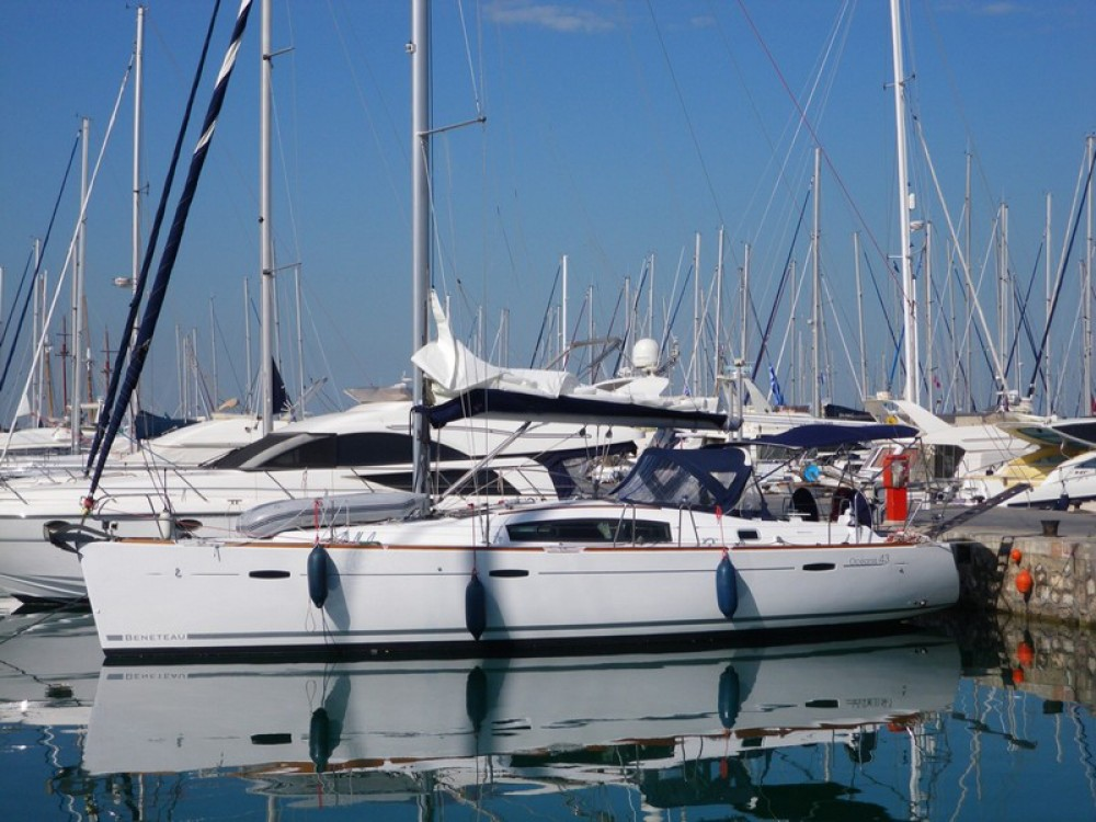 Rental yacht Álimos - Bénéteau Oceanis 43 on SamBoat