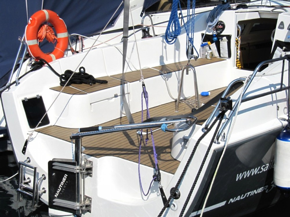 Sailboat for rent Navene at the best price