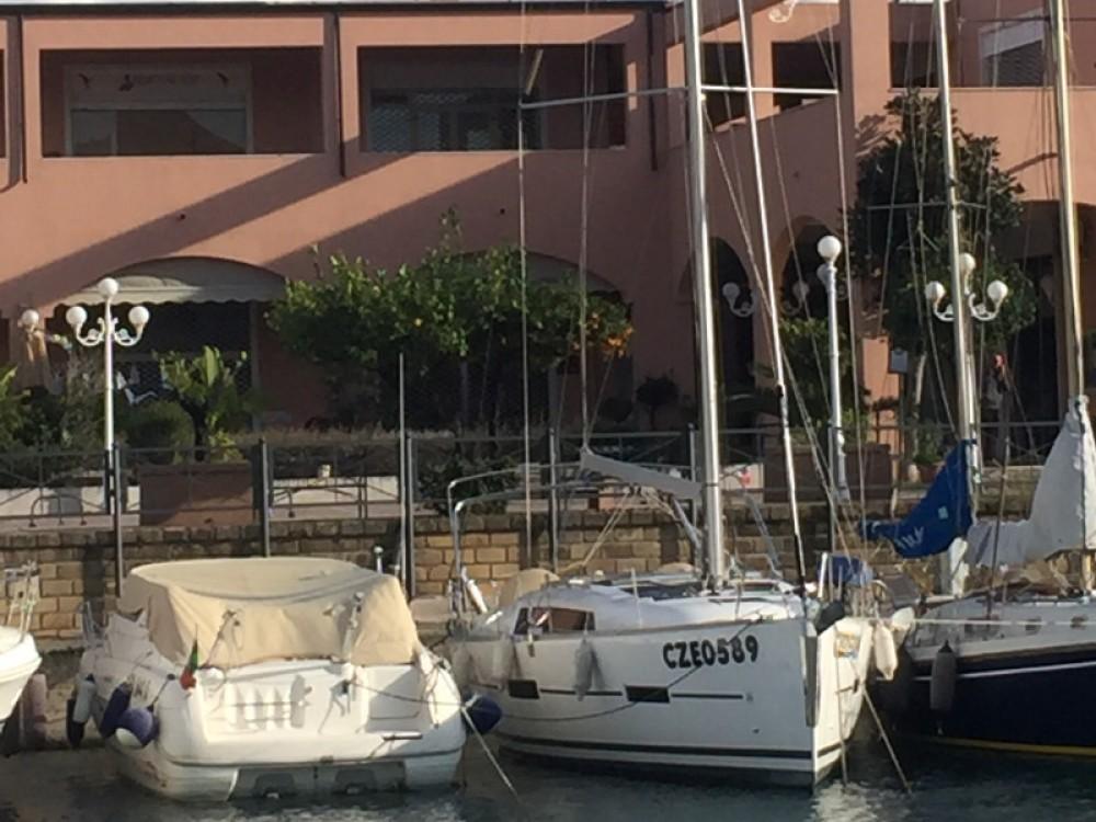 Boat rental Dufour Dufour 382 Grand Large Notus 2016 in Furnari on Samboat