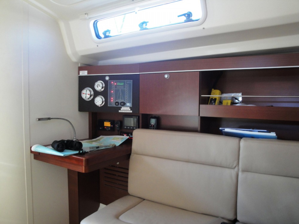 Boat rental Hanse Hanse 385 in  on Samboat