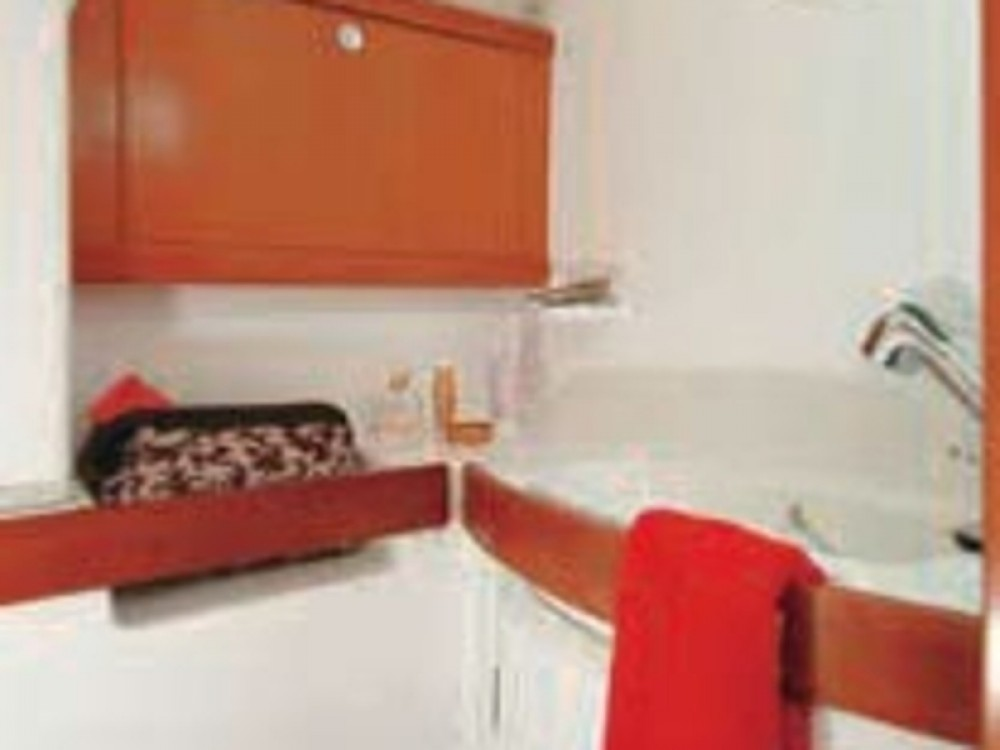 Boat rental Nieuwpoort cheap Oceanis 43