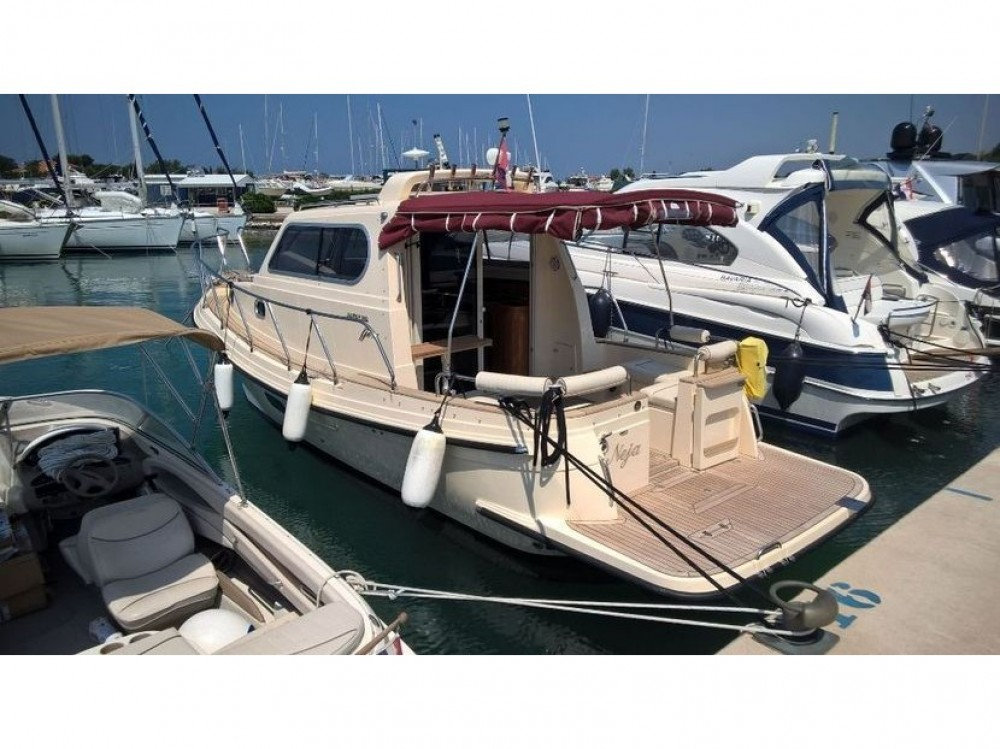 Motor boat for rent Murter at the best price