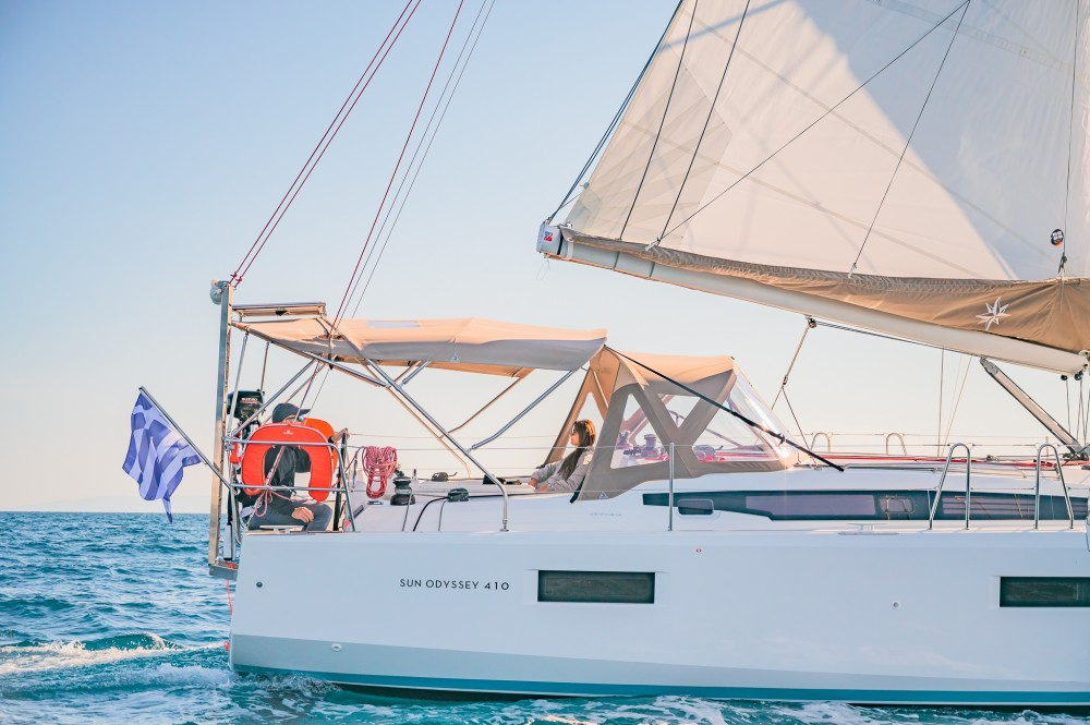 Rental Sailboat in Álimos - Jeanneau Sun Odyssey 410
