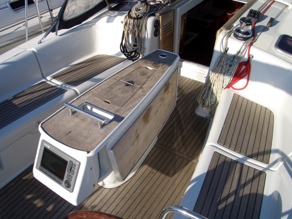 Rental Sailboat in Castiglione della Pescaia - Bénéteau Oceanis 40