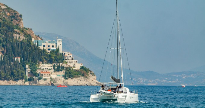 Boat rental Dubrovnik cheap Lagoon 380